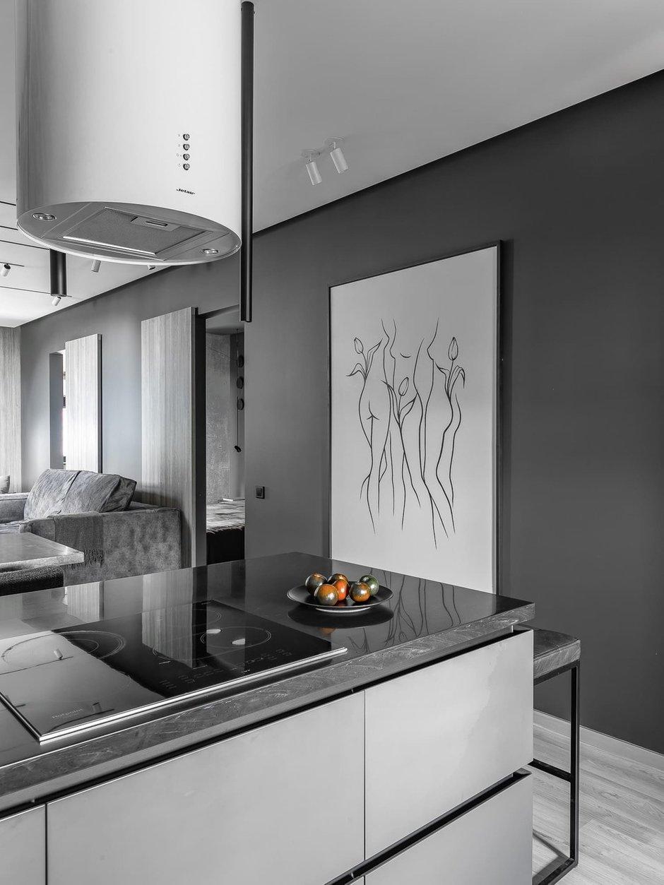 Фотография: Кухня и столовая в стиле Лофт, Гостиная, Спальня, Квартира, Черный, Серый, ПРЕМИЯ INMYROOM – фото на INMYROOM