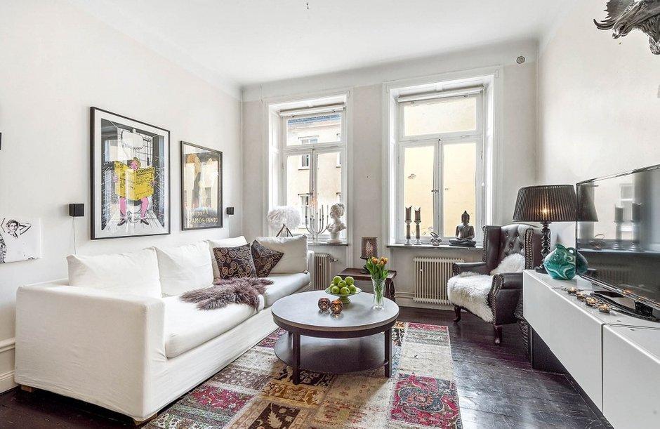 Фотография: Гостиная в стиле Современный, Скандинавский, Малогабаритная квартира, Квартира, Швеция, Дома и квартиры, Стена – фото на INMYROOM