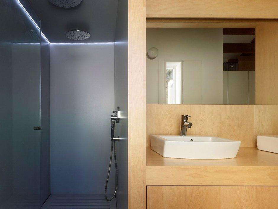 Фотография: Ванная в стиле Современный, Малогабаритная квартира, Квартира, Цвет в интерьере, Дома и квартиры, Белый, Переделка – фото на INMYROOM