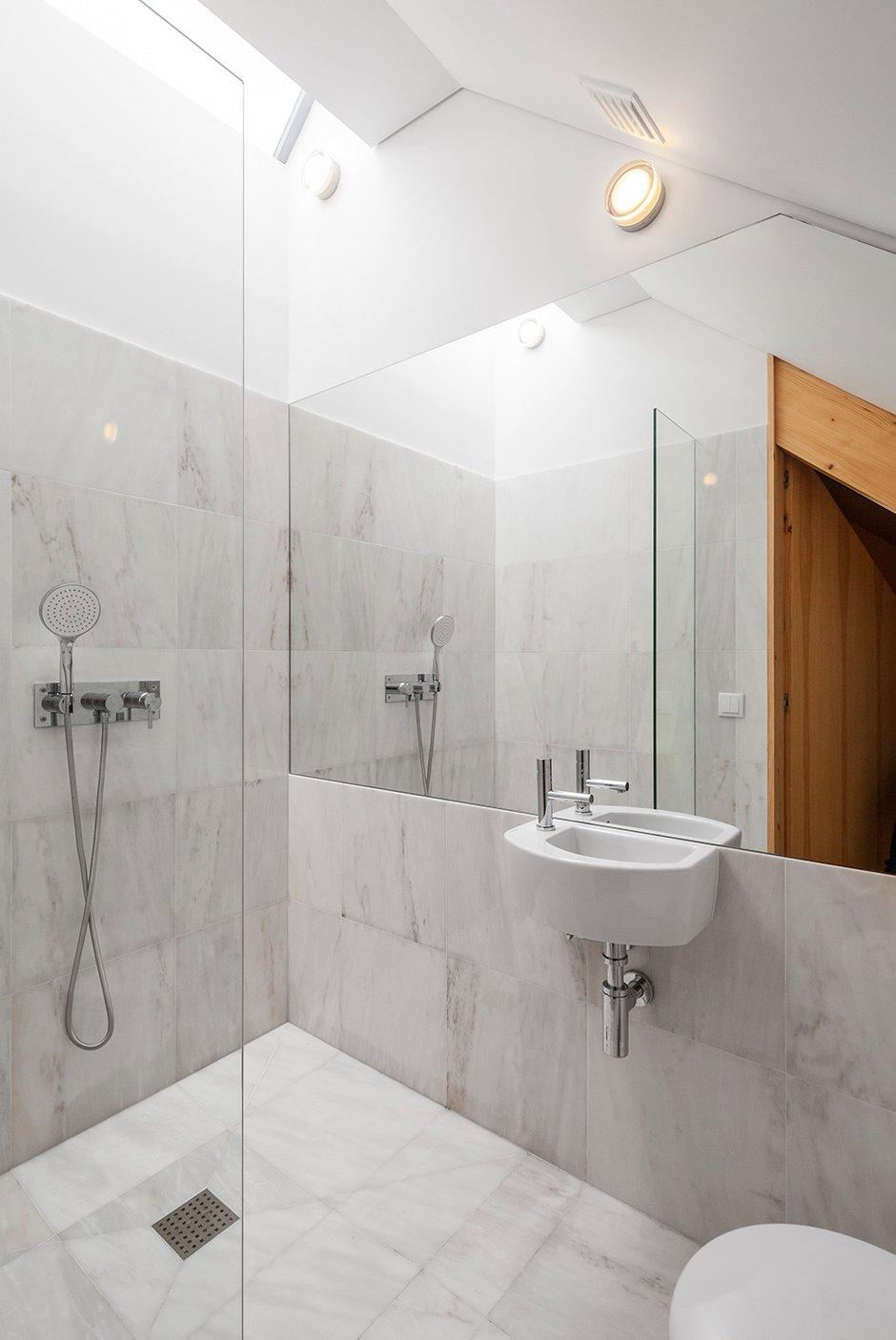 Фотография: Ванная в стиле Современный, Декор интерьера, Дом, Цвет в интерьере, Дома и квартиры, Белый – фото на INMYROOM