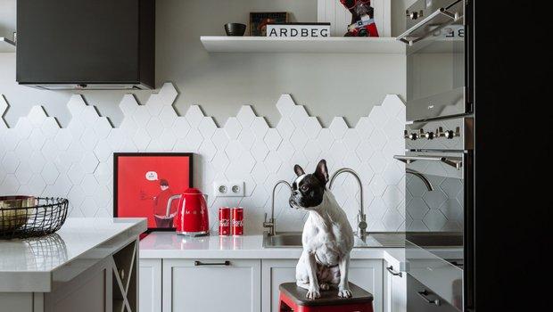 Как оригинально оформить кухонный фартук: 13 крутых идей